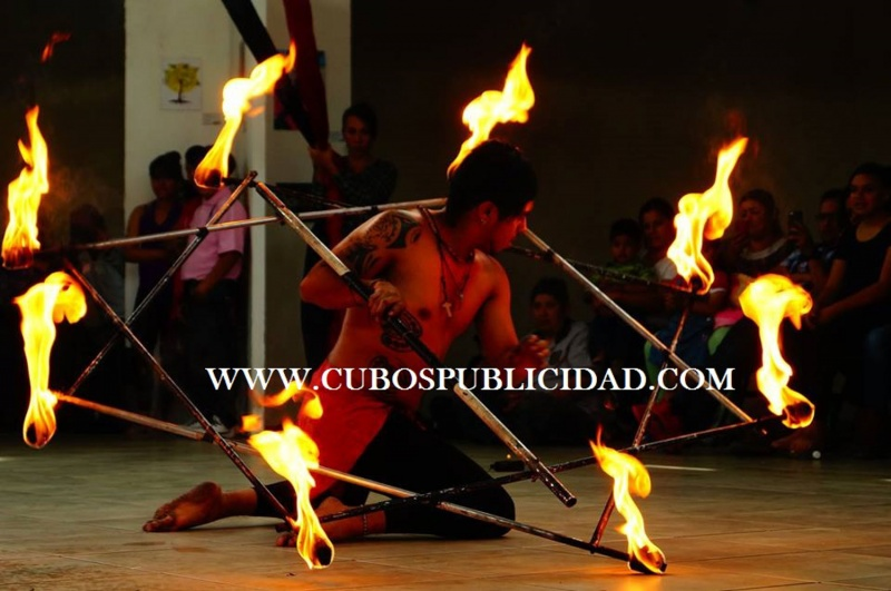 Show de fuego, fire dancer